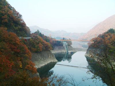紅葉とつり橋